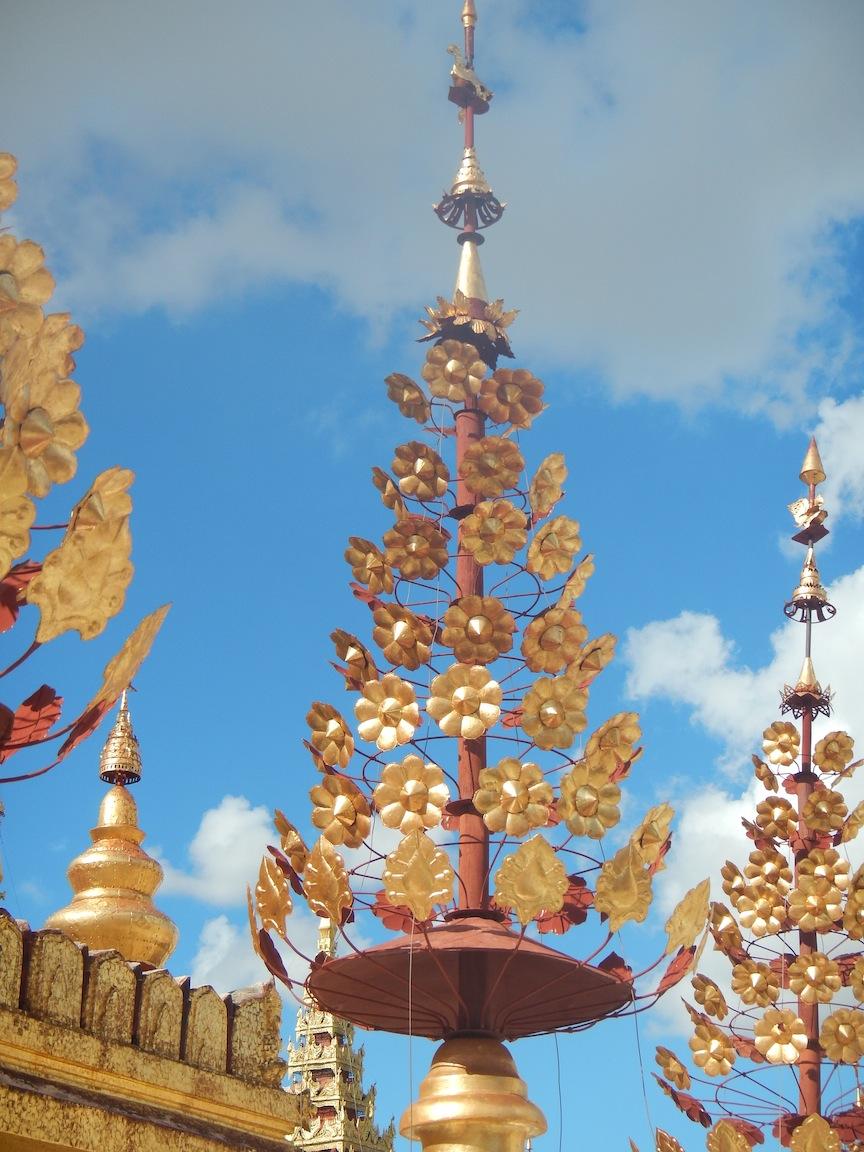 04 Bagan 221 Shwezigon Paya 18