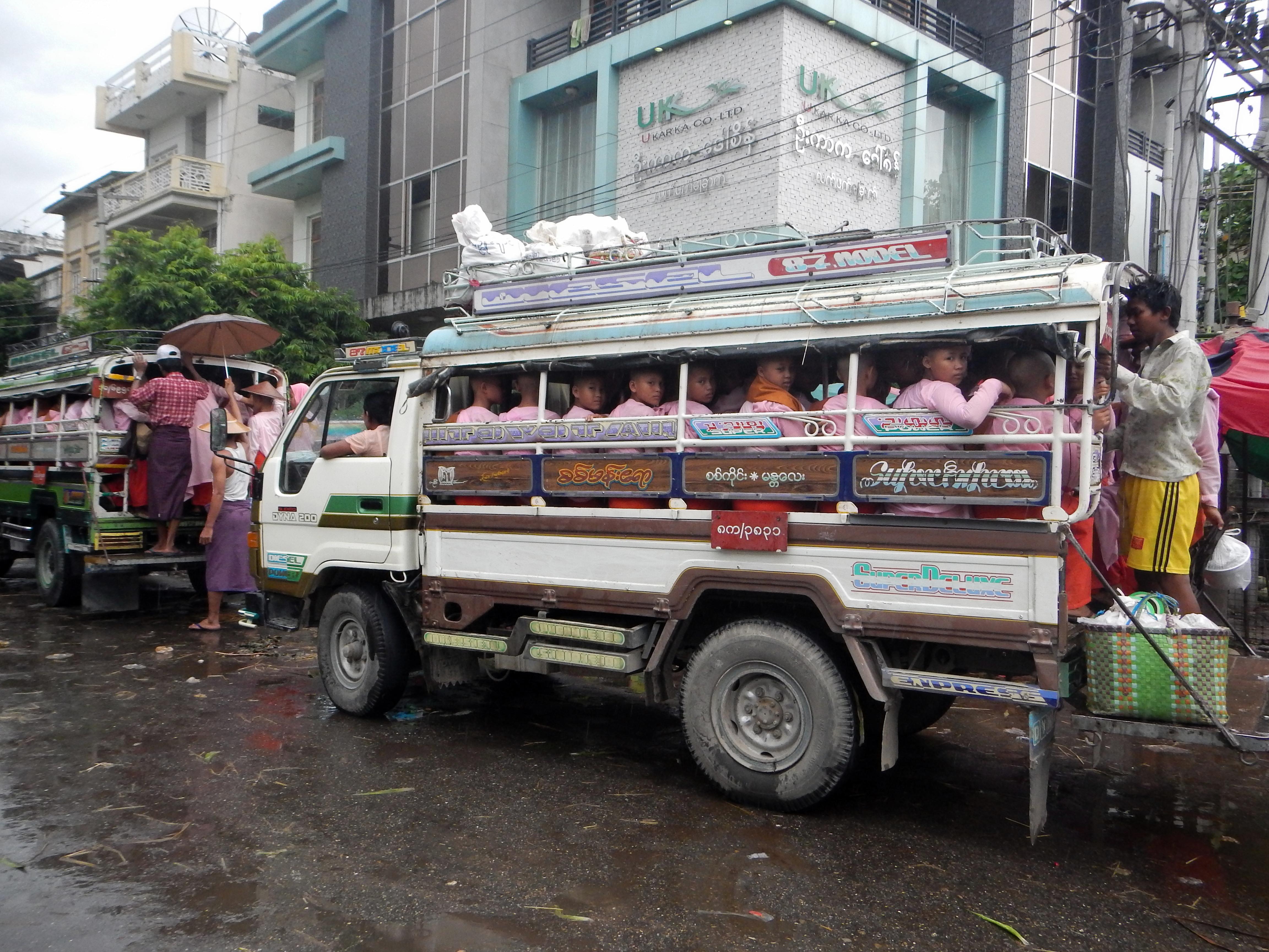 10 Mandalay 2 051 Callejeando