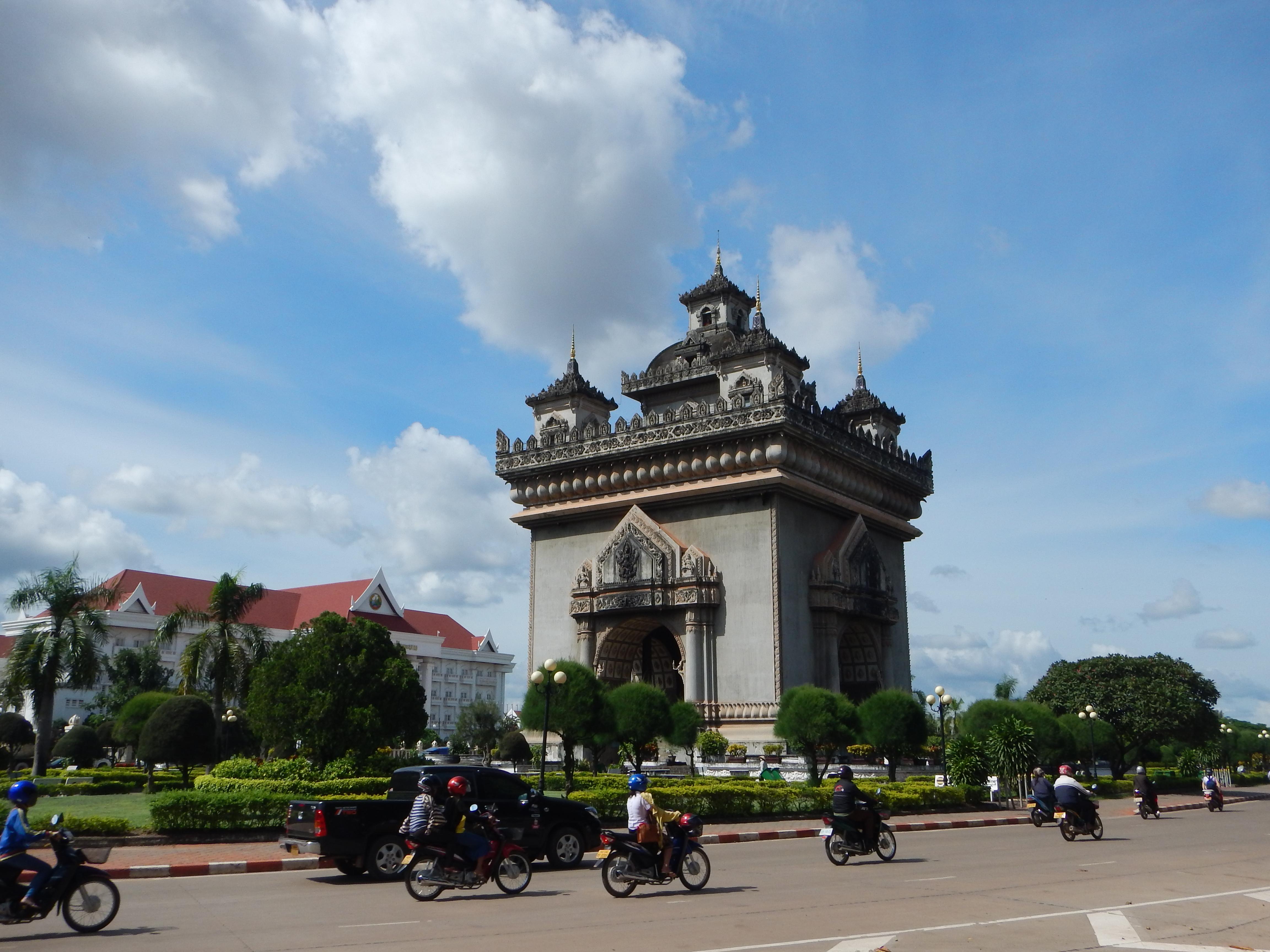 22 Vientiane 082 Patuxai 3