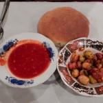 Harira, aceitunas picantes y pan