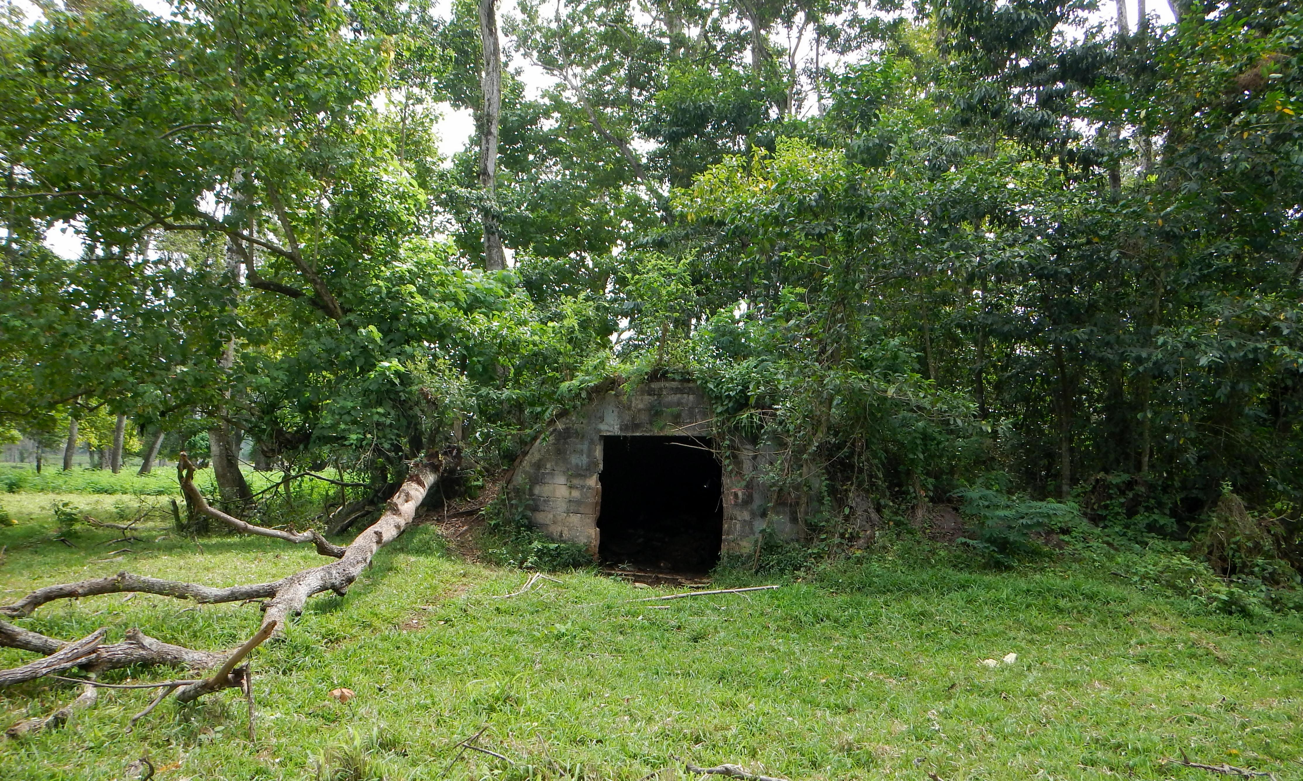 05e Luganville 103 USA huts 2