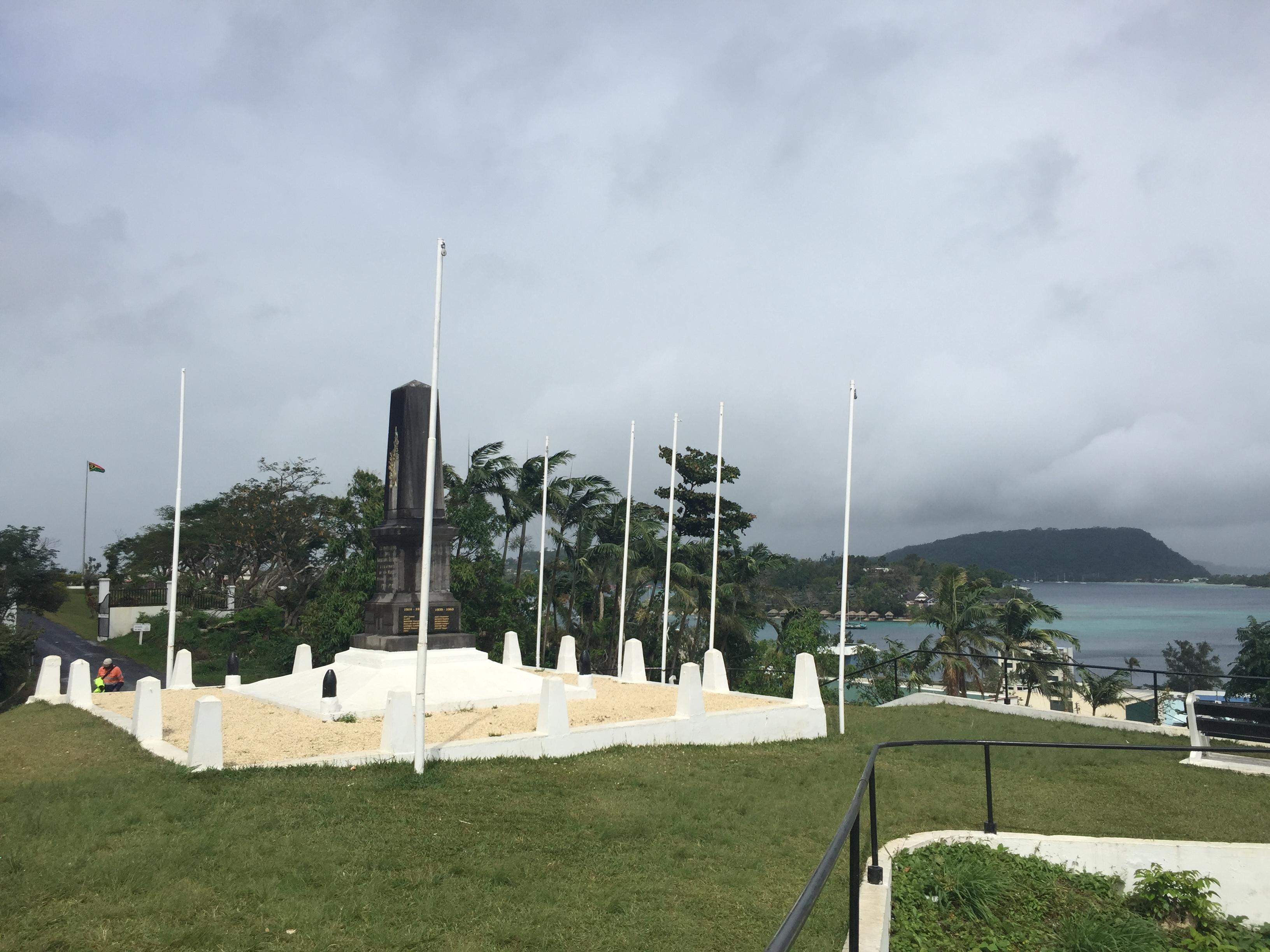06d Port Vila 031 Centro 12 Memorial Primera y Segunda Guerra Mundial